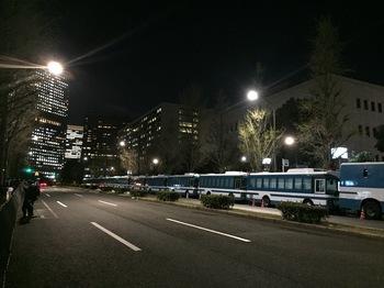 国会前の機動隊のバス.JPG